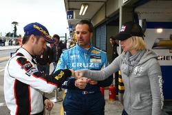 Tiago Monteiro, SEAT Leon 2.0 TDI, SUNRED with Yvan Muller, Chevrolet Cruz 1.6T, Chevrolet and his wife Serafine