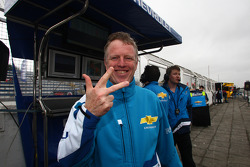 Eric Neve, Chevrolet Europe Motorsport Manager celebrates the three first places in the qualifying