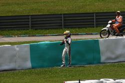 Pastor Maldonado, AT&T Williams crashed when entering the pits