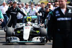 Lewis Hamilton, Mercedes AMG F1 W07 Hybrid in griglia