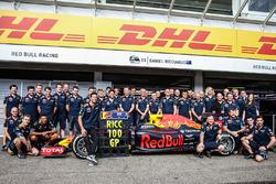 Daniel Ricciardo, Red Bull Racing, feiert den 100. Grand Prix mit dem Team