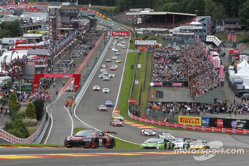 Start van de race met #28 Audi R8 LMS op kop!