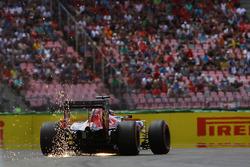 Искры из под машины Даниила Квята, Scuderia Toro Rosso STR11