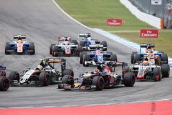 Sergio Perez, Sahara Force India F1 VJM09; Daniil Kvyat, Scuderia Toro Rosso STR11