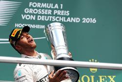 Подиум: победитель - Льюис Хэмилтон, Mercedes AMG F1