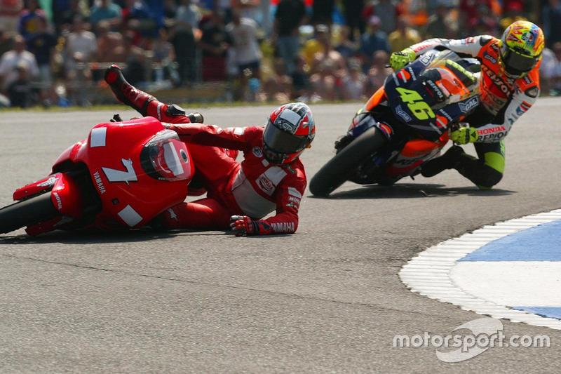 Choque de Carlos Checa, Yamaha Team y Valentino Rossi, Honda Team