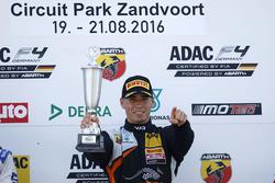 Podio: Sieger Joseph Mawson, Van Amersfoort Racing