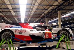 Toyota Racing Toyota TS050 Hybrid se preparan para el vuelo hacia la Ciudad de México