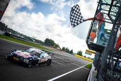 Картатий прапор для Марко Віттмана, BMW Team RMG, BMW M4 DTM