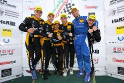 Podium für Walkenhorst Motorsport: Victor Bouveng, Christian Krognes, Jörg Müller, Michele Di Martino, Matias Henkola,  Jordan Tresson