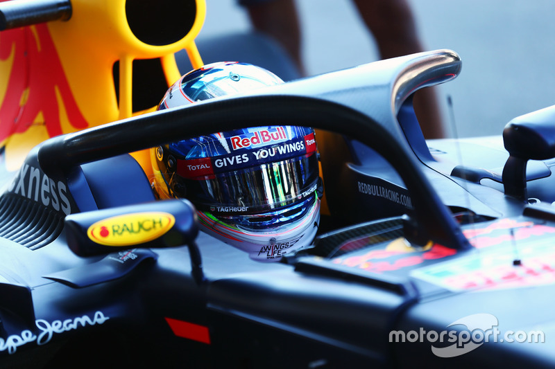 Ricciardo met de halo op de RB12