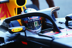 Daniel Ricciardo, Red Bull Racing RB12, in pista con il dispositivo HALO