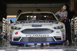 L'auto di Trevor Bayne, Roush Fenway Racing Ford, durante le verifiche
