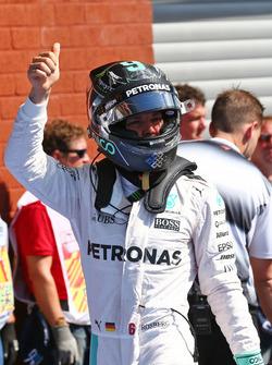 Ніко Росберг, Mercedes AMG F1 святкує поул у закритому парку