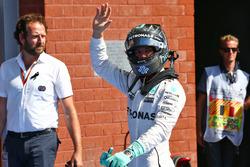 Nico Rosberg, Mercedes AMG F1 festeggia la sua pole position nel parco chiuso