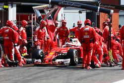 Кими Райкконен, Ferrari SF16-H во время пит-стопа