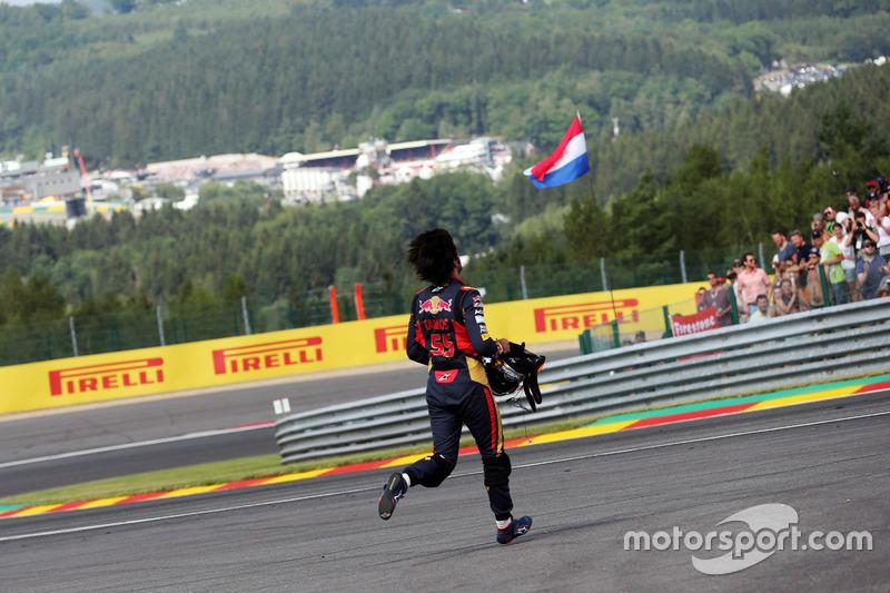 Carlos Sainz Jr., Scuderia Toro Rosso se retira de la carrera