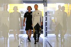 Jolyon Palmer, Renault Sport F1 Team con Jack Clarke, piloto y fisio