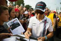 Felipe Massa, Williams, gibt Autogramme