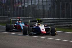 Artur Janosz, Trident leads Arjun Maini, Jenzer Motorsport