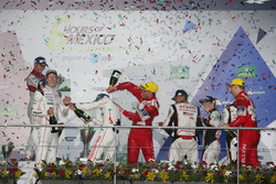 Podium: #1 Porsche Team Porsche 919 Hybrid: Timo Bernhard, Mark Webber, Brendon Hartley with champgne