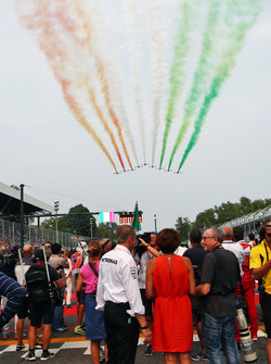 Air display over the grid