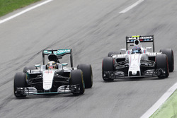 Lewis Hamilton, Mercedes AMG F1 W07 Hybrid and Valtteri Bottas, Williams FW38 battle for position