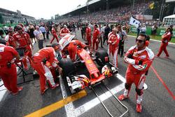 Кими Райкконен, Ferrari SF16-H на стартовой решетке