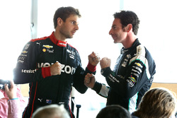 Championship contenders Simon Pagenaud, Team Penske Chevrolet, Will Power, Team Penske Chevrolet