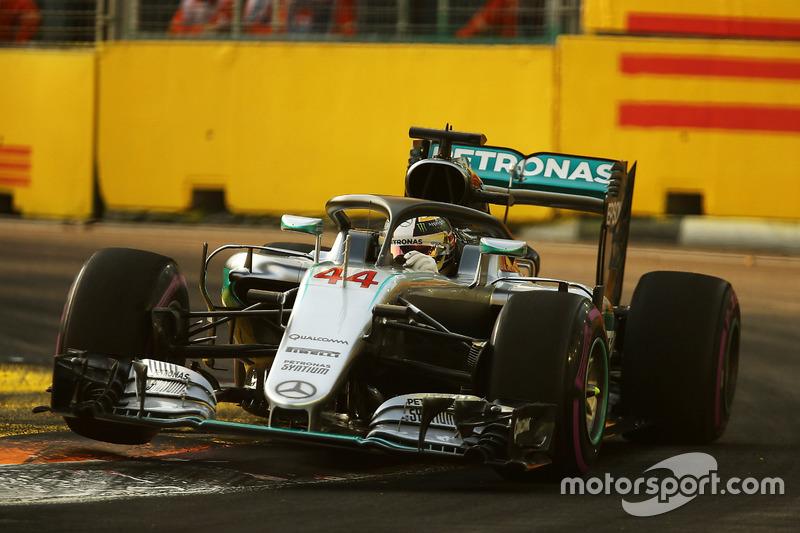 Lewis Hamilton, Mercedes AMG F1 W07 Hybrid con el Halo 2