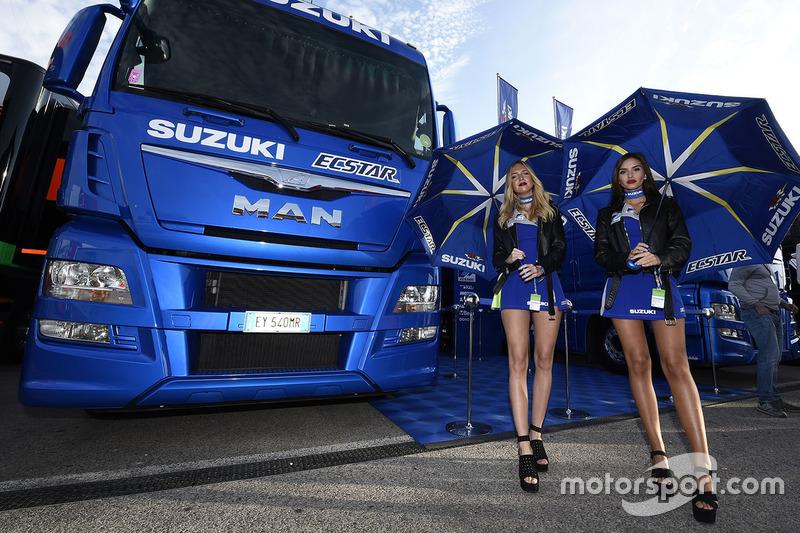 Grid girls Suzuki