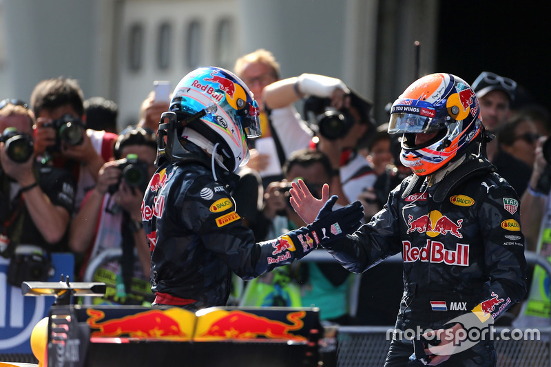 Segundo lugar Max Verstappen, Red Bull Racing y ganador de la carrera Daniel Ricciardo, Red Bull Racing