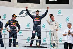 Макс Ферстаппен, Red Bull Racing, второе место; Даниэль Риккардо, Red Bull Racing, победитель гонки; Нико Росберг, Mercedes AMG F1, третье место