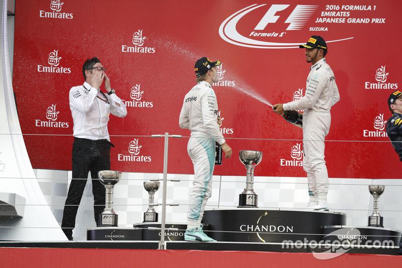 Podio: Nico Rosberg, Mercedes AMG F1, Lewis Hamilton y Andrew Shovlin en Japón 2016