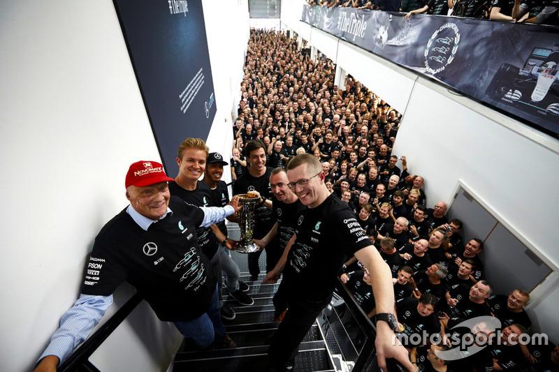 Celebración tripe campeonato Lewis Hamilton y Nico Rosberg Mercedes AMG