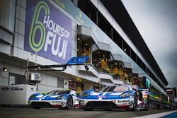 #67 Ford Chip Ganassi Racing Team UK, Ford GT: Andy Priaulx, Harry Tincknell; #66 Ford Chip Ganassi Racing Team UK, Ford GT: Olivier Pla, Stefan Mücke