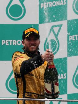 Podium: third place Nick Heidfeld, Lotus Renault F1 Team