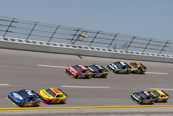 Brad Keselowski, Penske Racing Dodge and Kurt Busch, Penske Racing Dodge lead the pack