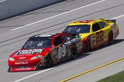 Landon Cassill, Phoenix Racing Chevrolet, Kurt Busch, Penske Racing Dodge