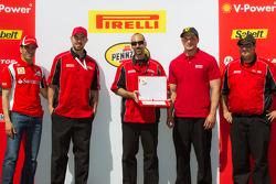 Podium: team award to Ferrari of San Francisco with Marc Gene