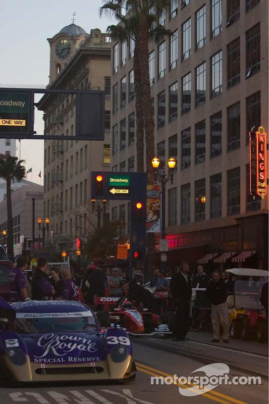 La scène de Pine Street le jeudi soir pour les arrêts au stand