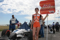 The grid girl of Paul Tracy