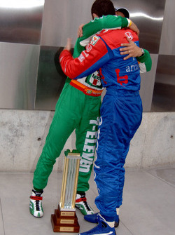 Pole winner Tony Kanaan congratulated by Dario Franchitti