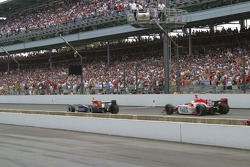 Danica Patrick leads Dan Wheldon with 15 laps to go