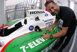 Tony Kanaan signs his championship car
