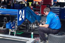 Roger Yasukawa's rear brakes get a careful lookover