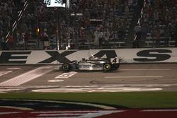 Checkered flag for Tomas Scheckter