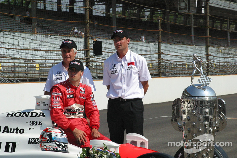 Roger Penske, Sam Hornish Jr. et Tim Cedric