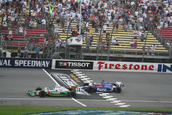Tony Kanaan takes the checkered flag ahead of Marco Andretti