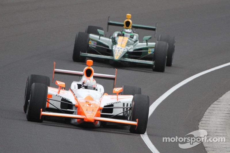 Две гонки в Индианаполисе были выиграны на последнем круге: в 2006 году Сэм Хорниш-младший незадолго до финиша опередил Марко Андретти, а в 2011-м Дэн Уэлдон одержал победу после аварии лидировавшего Джей-Ара Хильдебранда в последнем повороте